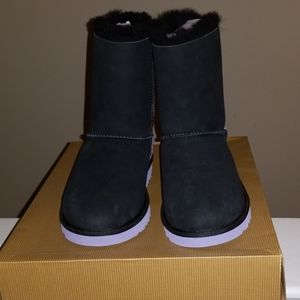 UGG KIDS BAILEY BOW WOOL IN BLACK AND LAVENDER